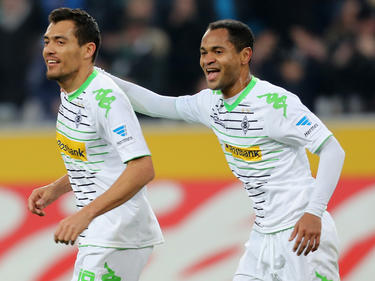 Juan Arango (l.) en Raffael (r.) vieren treffer tijdens Borussia Mönchengladbach - Hertha BSC. (22-3-2014)