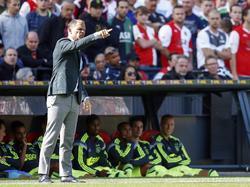 Ajax-trainer Frank de Boer probeert zijn ploeg van instructies te voorzien tijdens Feyenoord - Ajax. (21-09-2014)