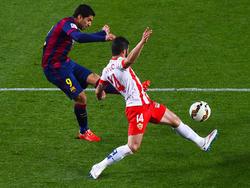 Suárez zirkelt das Leder in den linken Winkel