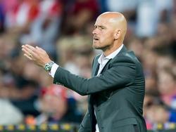 Erik ten Hag zit voor het eerst op de bank als trainer van FC Utrecht. De oefenmeester moet tegen Feyenoord zien te presteren. (08-08-2015)
