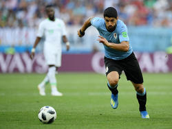 Luis Suárez aprovechó una indecisión del portero de Arabia Saudí. (Foto: Getty)
