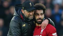 Jürgen Kopp (l.) herzt seinen Starspieler Mohamed Salah