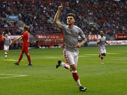 Sam Hendriks viert zijn treffer tijdens het competitieduel FC Twente - Go Ahead Eagles (02-04-2017).