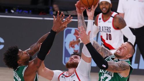 Boston Celtics siegen mit Daniel Theis