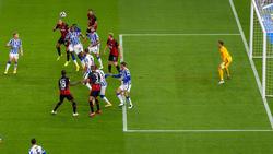Bas Dost köpft zum zwischenzeitlichen 2:0 für die Eintracht ein