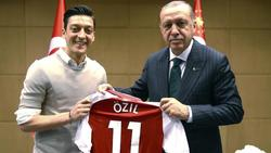 Mesut Özil (l.) auf dem besagten Foto mit Erdogan