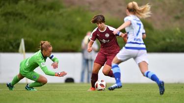 Lena Oberdorf (m.) führt Essen mit zwei Treffern zum Sieg