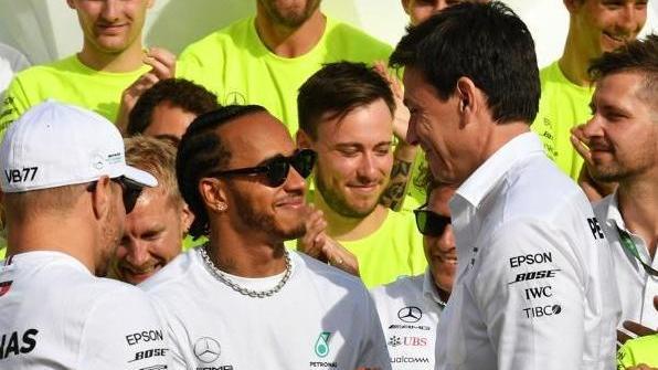 Lewis Hamilton und Toto Wolff (r.) verbindet eine besondere Fahrer-Chef-Beziehung