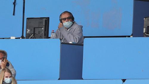 Auch in Corona-Zeiten ist Günther Pohl von der Pressetribüne des VfL Bochum nicht wegzudenken