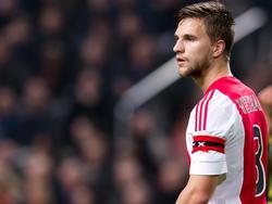 Door de afwezigheid van Davy Klaassen is Joël Veltman de aanvoerder van Ajax in het duel met Vitesse. (23-01-2016)