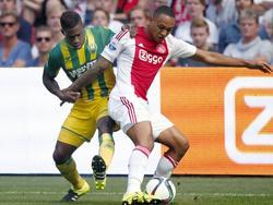 Kenny Tete (r.) schermt de bal af van Ruben Schaken tijdens Ajax - ADO Den Haag. (30-08-2015)