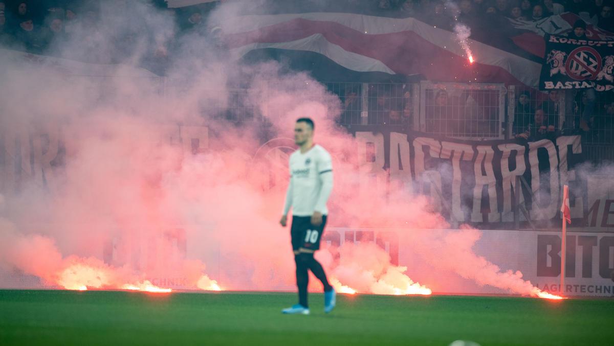 Die Fans von Eintracht Frankfurt haben ihrem Klub einen Bärendienst erwiesen