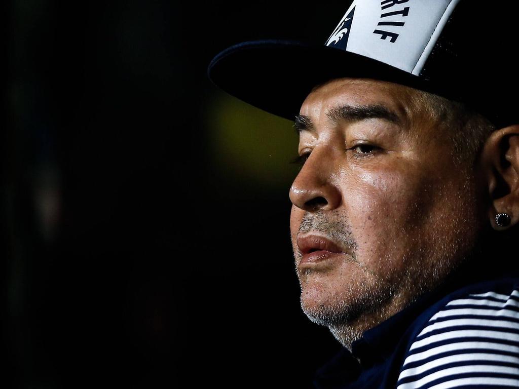 Maradona cumple 60 años sentado en los banquillos.