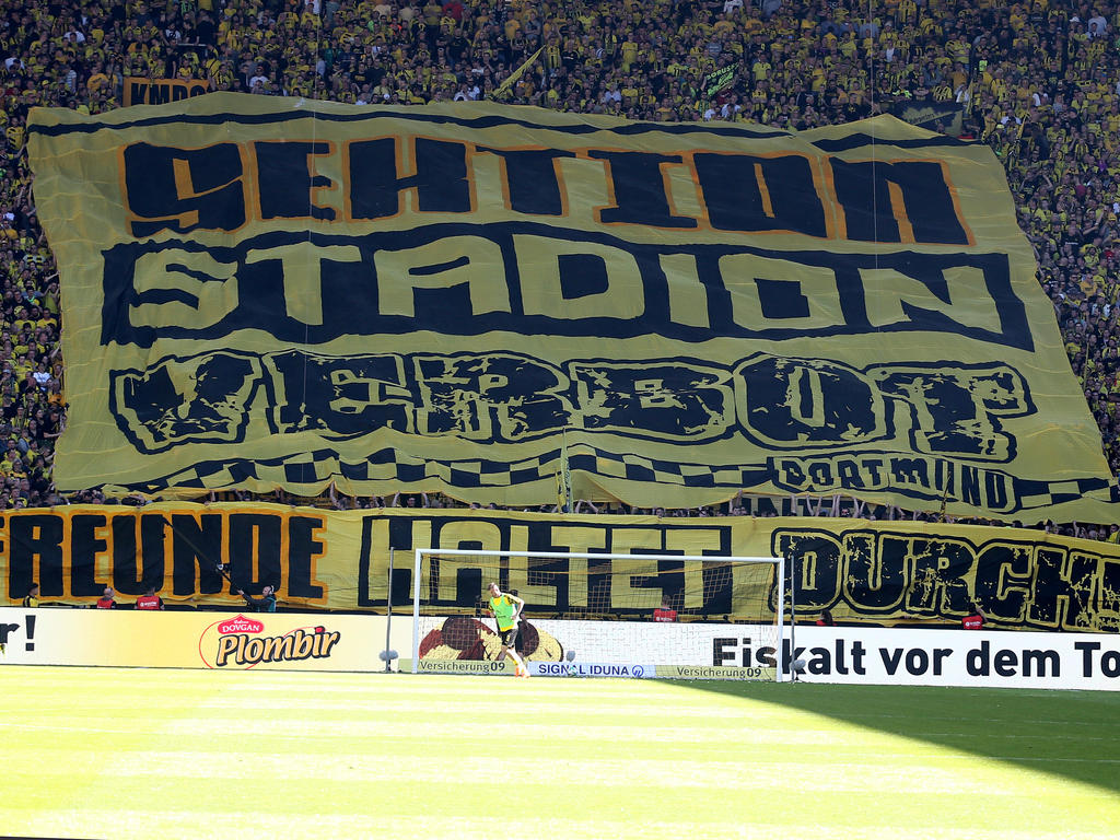 Bundesliga News Bvb Droht Dauerkarten Inhabern Mit Kundigung