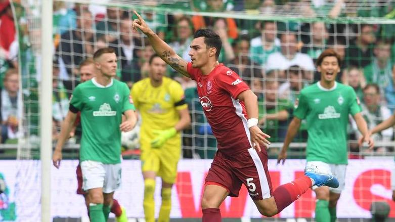 Hat seinen Vertrag mit Fortuna Düsseldorf vorzeitig verlängert: Kaan Ayhan (M.) jubelt über einen Treffer. Foto: Carmen Jaspersen