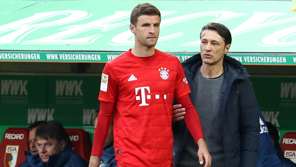 Thomas Müller (l.) wurde in der zweiten Halbzeit von Niko Kovac gebracht