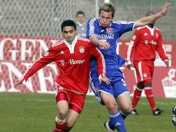 Zweikampf zwischen Mehmet Ekici und Benjamin Schwarz