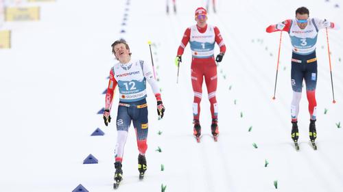 Johannes Hösflot Kläbo (l.) wurde disqualifiziert