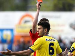 Daniel Petrovic sieht nach 19 Sekunden die Rote Karte