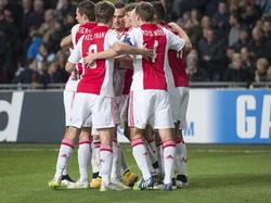 De spelers van Ajax vieren gezamenlijk een doelpunt tijdens het Champions League-duel met APOEL Nicosia. (10-12-2014).