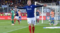 Kiels Alexander Mühling jubelt nach seinem Treffer zum 2:0 im Spiel gegen Darmstadt 98