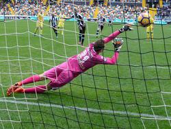 El colombiano Zapata transformó el segundo penalti para el Udinese. (Foto: Getty)