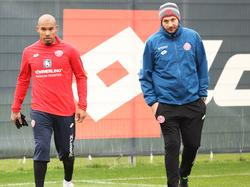 Mainz-Trainer Sandro Schwarz (r.) und sein Routinier Nigel de Jong