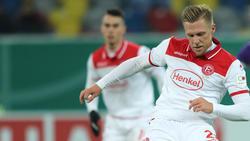 Rouwen Hennings traf gleich dreimal gegen Schalke