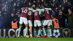 Aston Villa jubelt kollektiv nach dem 2:1 gegen Leicester