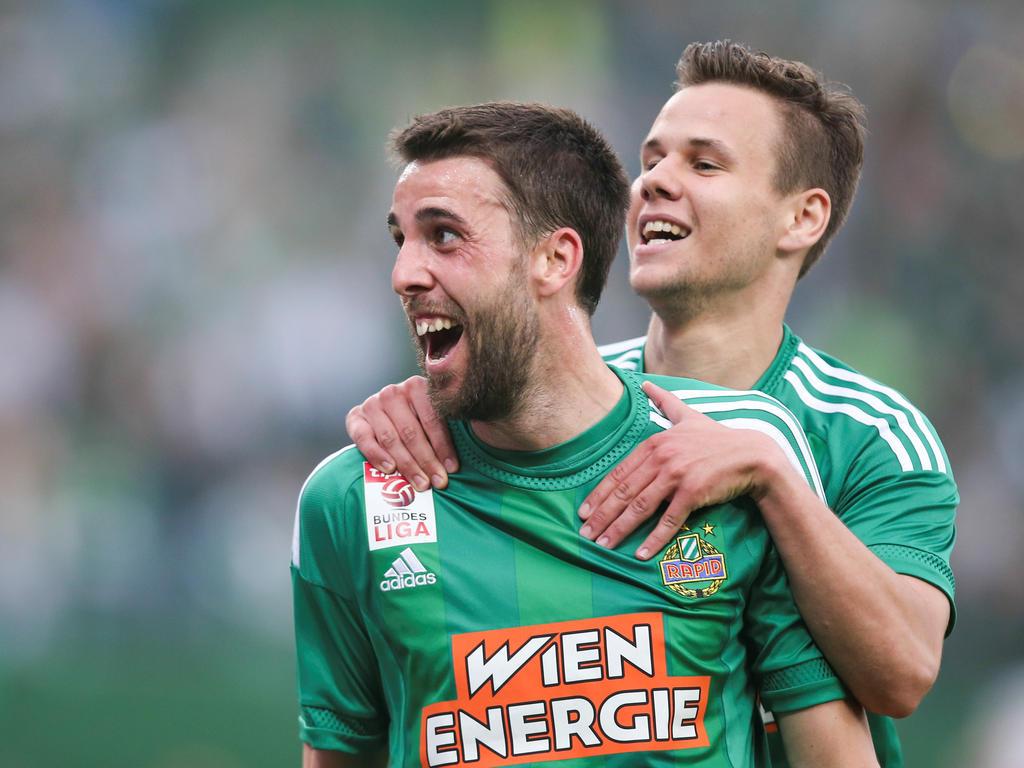 Siegestorschütze Tomi und Louis Schaub bejubeln den Derbyerfolg von Rapid