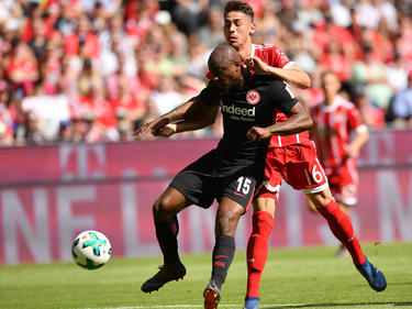Meritan Shabani (h.) bekommt Profivertrag beim FC Bayern München
