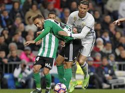 Pezzella y Cristiano en el Bernabéu. (Foto: Getty)