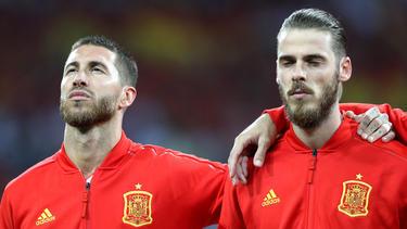Sergio Ramos (l.) steht vor dem Länderspiel-Rekord für die spanische Nationalmannschaft