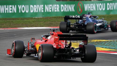 Nur beim Überrunden ist Vettel mal an Hamilton dran.