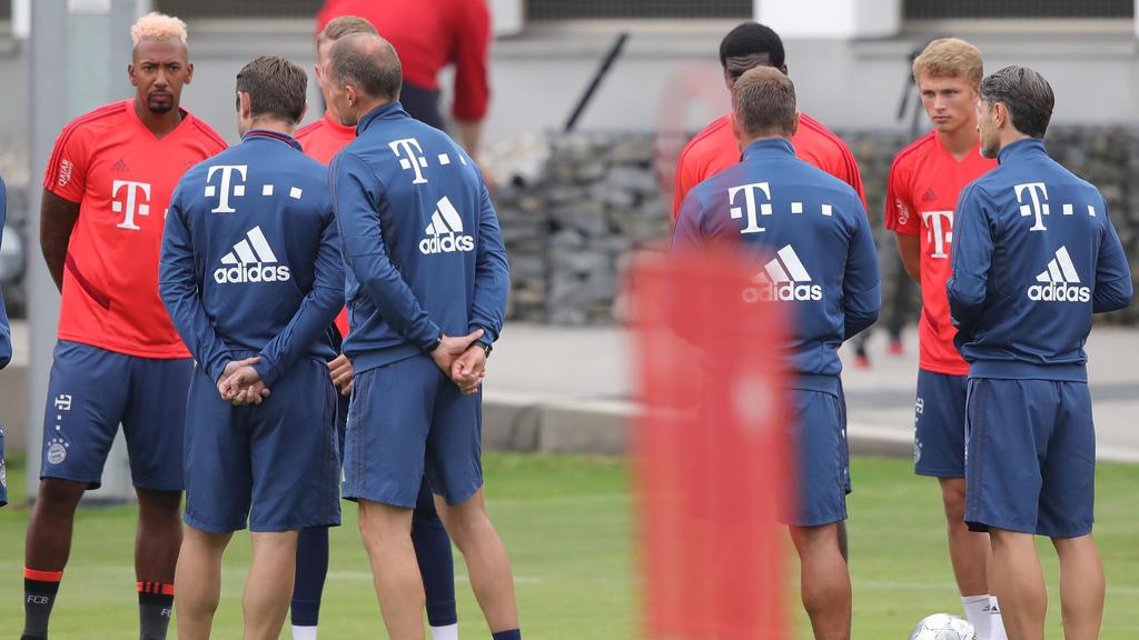 Der Trainingsplatz des FC Bayern füllte sich am Freitag wieder