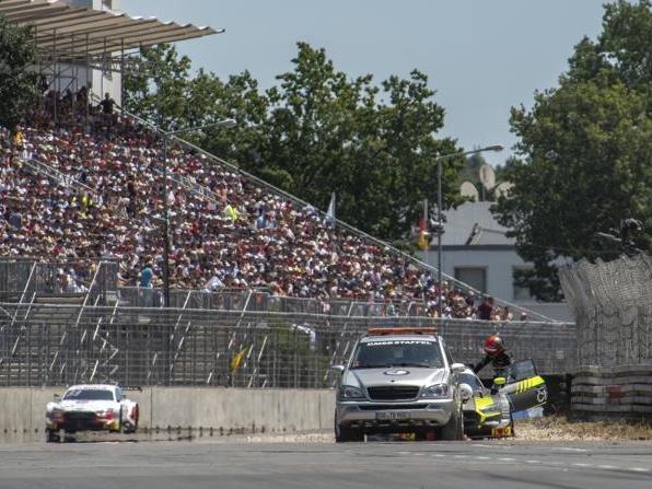 Glück für Rast: Erst nach seinem Stopp wurde Fittipaldis Auto abgeschleppt