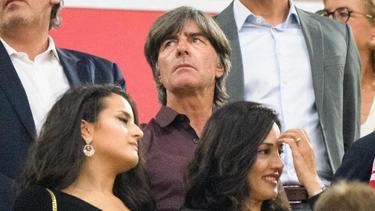 Bundestrainer Joachim Löw (M.) war beim Bundesliga-Auftakt in München zu Gast