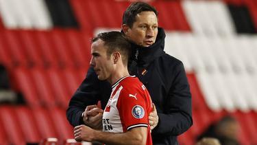 Mario Götze (vorne) und PSV-Trainer Roger Schmidt