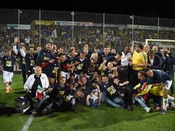 El Parma al completo celebra el ascenso en La Spezia. (Foto: Imago)