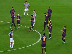 Iniesta es sustituido y todo su equipo le aplaude. (Foto: Getty)
