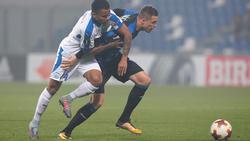 Allan Souza (l.) darf bei Eintracht Frankfurt vorspielen