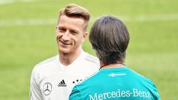 Marco Reus und Joachim Löw im Gespräch