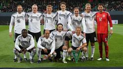 Die Startelf der DFB-All-Stars gegen Italien posiert für ein Mannschaftsfoto vor dem Anpfiff