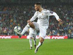 Hazard controla el cuero en el Bernabéu contra el PSG.