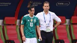 Oliver Bierhoff (r.) würde sich über ein Treffen mit Mesut Özil (l.) freuen