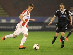 Mihailo Ristić van Rode Ster Belgrado probeert een actie te maken. (08-11-2014)