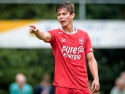 Torgeir Børven geeft aanwijzingen tijdens een oefenduel van FC Twente met PAOK Saloniki. (19-07-2016)