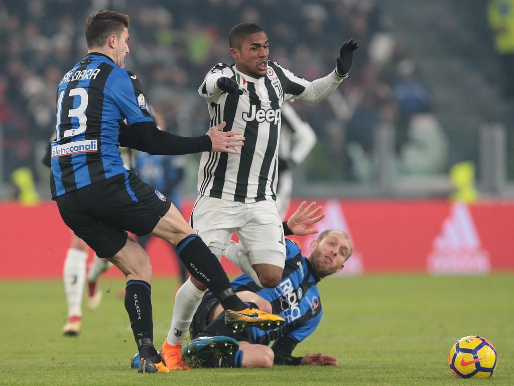 El habilidoso atacante Douglas Costa seguirá haciendo de las suyas en el Calcio. (Foto: Getty)