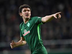 Milos Veljkovic bleibt Werder Bremen treu