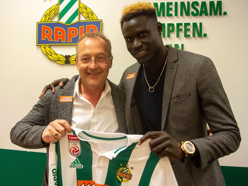 Fredy Bickel und der neue Stürmer Aliou Badji. Foto: © SK Rapid